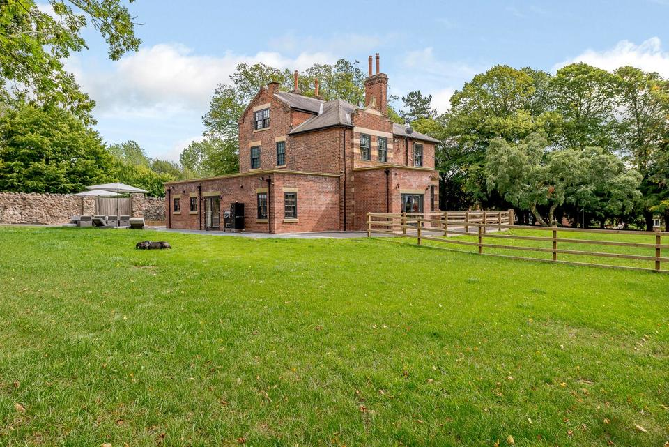 English Country Estate For Sale $1m GBP